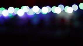 Weihnachtshintergrund mit den bunten Lichtern verwischt stock footage
