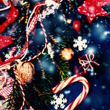 Weihnachtshintergrund mit festlicher Dekoration Flache Lage, Spitze VI Lizenzfreies Stockbild