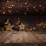 Weihnachtshintergrund mit funkelnden Sternen Stockfoto