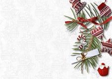 Weihnachtshintergrund mit gemütlichen süßen Dekorationen auf weißem backdr Stockfoto