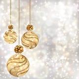 Weihnachtshintergrund mit Goldkugeln Stockfotografie