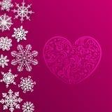 Weihnachtshintergrund mit großem Herzen und Schneeflocken Lizenzfreies Stockbild