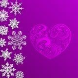 Weihnachtshintergrund mit großem Herzen und Schneeflocken Stockbild