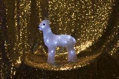 Weihnachtshintergrund mit hellen Rotwild Stockfotos