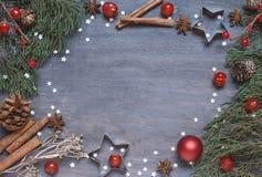 Weihnachtshintergrund mit Kegel lizenzfreies stockbild