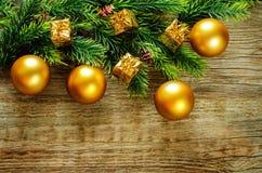 Weihnachtshintergrund mit Kugeln Stockfotografie