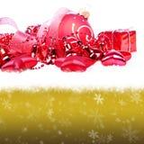Weihnachtshintergrund mit Kugeln Lizenzfreie Stockbilder