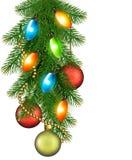 Weihnachtshintergrund mit Kugeln und Tannenzweigen Lizenzfreies Stockfoto