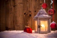 Weihnachtshintergrund mit Laterne Stockfotografie