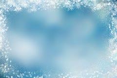 Weihnachtshintergrund mit schneebedeckter Grenze Stockfotos