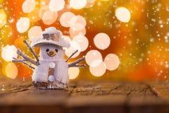 Weihnachtshintergrund mit Schneemann Stockbild