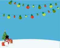 Weihnachtshintergrund mit Schneemann und Weihnachtslichtern Stockfotos
