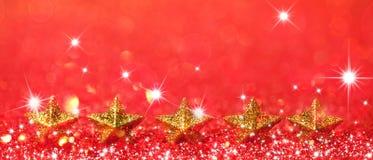 Weihnachtshintergrund mit Sternen und Funkeln Stockfoto