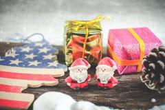 Weihnachtshintergrund mit Weihnachtsdekoration Stockfotografie