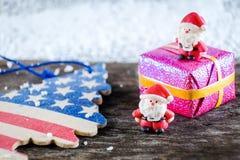 Weihnachtshintergrund mit Weihnachtsdekoration Lizenzfreie Stockbilder