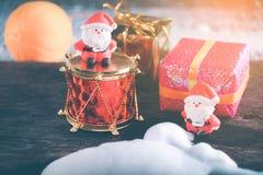 Weihnachtshintergrund mit Weihnachtsdekoration Stockbilder