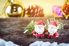 Weihnachtshintergrund mit Weihnachtsdekoration Lizenzfreie Stockfotos