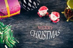 Weihnachtshintergrund mit Weihnachtsdekoration Stockbild