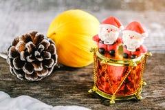 Weihnachtshintergrund mit Weihnachtsdekoration Lizenzfreies Stockfoto