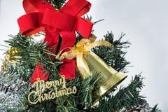 Weihnachtshintergrund mit Weihnachtszeichen Stockbilder