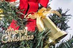 Weihnachtshintergrund mit Weihnachtszeichen Stockfotografie