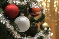 Weihnachtshintergrund und christmass Bälle Stockfoto