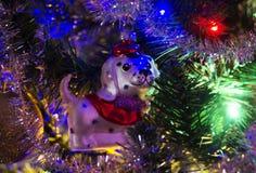 Weihnachtshintergrund und Weihnachtsbälle Lizenzfreie Stockbilder