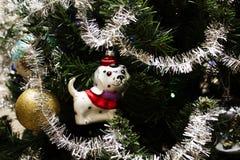 Weihnachtshintergrund und Weihnachtsbälle Stockfotografie