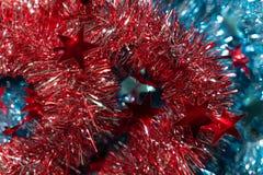 Weihnachtshintergrund Weihnachtsdekorationsregen lizenzfreie stockfotos