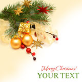 Weihnachtshintergrund - Weihnachtsgeschenk, Golddekoration Stockbild