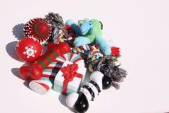 Weihnachtshundespielwaren lizenzfreies stockbild