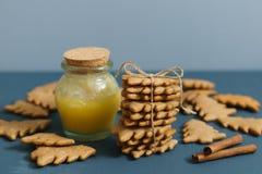 Weihnachtsingwerplätzchen mit Honig Lizenzfreie Stockfotos