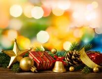 Weihnachtsinneneinrichtung auf festlichem abstraktem Hintergrund stockfotos