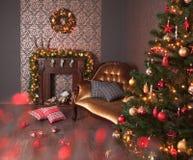 Weihnachtsinnenraum mit Kamin Lizenzfreies Stockbild