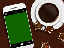 Weihnachtskaffee, -lebkuchen und -Handy, die auf hölzernem t liegen Stockfoto