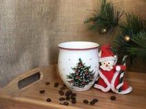 Weihnachtskaffeetasse und Santa Claus Stockbilder