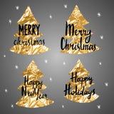 Weihnachtskalligraphiephrasen gelegen auf dem goldenen Tannenbaum Glückliches neues Jahr Frohe Weihnachten Frohe Feiertage Lizenzfreies Stockbild
