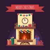 Weihnachtskamin mit Geschenken, Uhr und Kerze Bunter festlicher Innenraum für Grußkarte in der flachen Art Weihnachtshaus Stockbilder