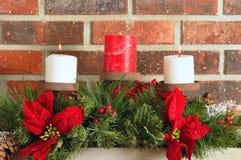 Weihnachtskaminsimsdekor Lizenzfreie Stockfotografie