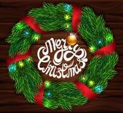 Weihnachtskarte auf einem Hintergrund von dunklen hölzernen Planken Zeichen der frohen Weihnachten Realistische Tannenzweige Lins Stockfotos