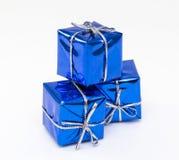 Weihnachtskarte mit Bällen und Dekorationen auf a Lizenzfreie Stockbilder