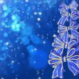 Weihnachtskarte mit blauen Bögen Lizenzfreies Stockfoto
