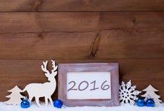 Weihnachtskarte mit blauer Dekoration, 2016, Schnee Stockfotos