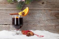 Weihnachtskarte mit Glühwein stockfotos