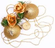 Weihnachtskarte mit goldenen Kugeln und Kerze Stockfotografie
