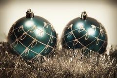 Weihnachtskarte mit Weihnachtenbaum Dekorationen Stockfotos