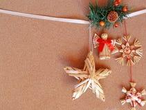 Weihnachtskarte - Strohverzierungen lizenzfreie stockfotos