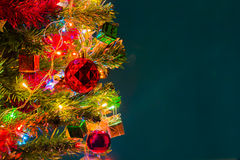 Weihnachtskarte und Weihnachtshintergrund mit festlicher Dekoration Stockfotos