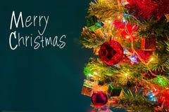Weihnachtskarte und Weihnachtshintergrund mit festlicher Dekoration Lizenzfreies Stockfoto