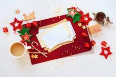 Weihnachtskarten-roter weißer Feiertags-Dekor-Stern-Ball Lizenzfreie Stockfotografie